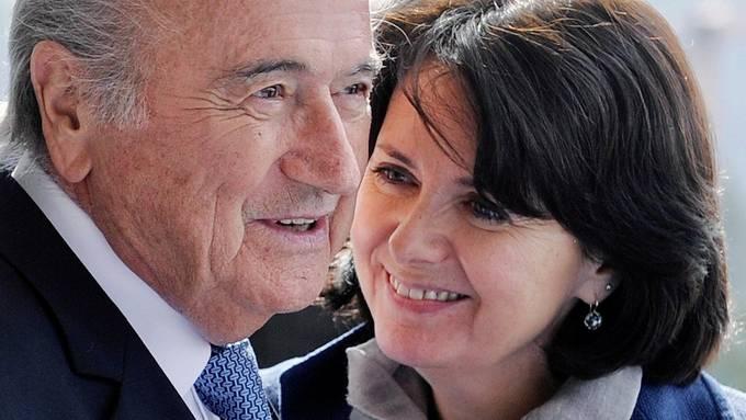 Ein Bild aus besseren Zeiten: Sepp Blatter und seine Tochter Corinne.