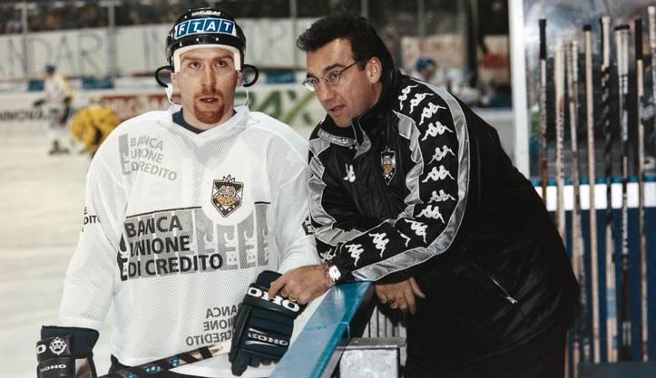 Im Jahr 1998: Jim Koleff, Eishockeytrainer beim HC Lugano, mit seinem Spieler Bill McDougall, der ebenfalls am 4. August in Olten zu Gast sein wird