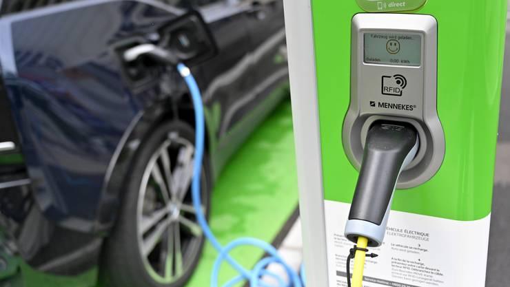 Die Basler Regierung hat 500'000 Franken für die Förderung von Elektroautos in Unternehmen bewilligt (Symbolbild)
