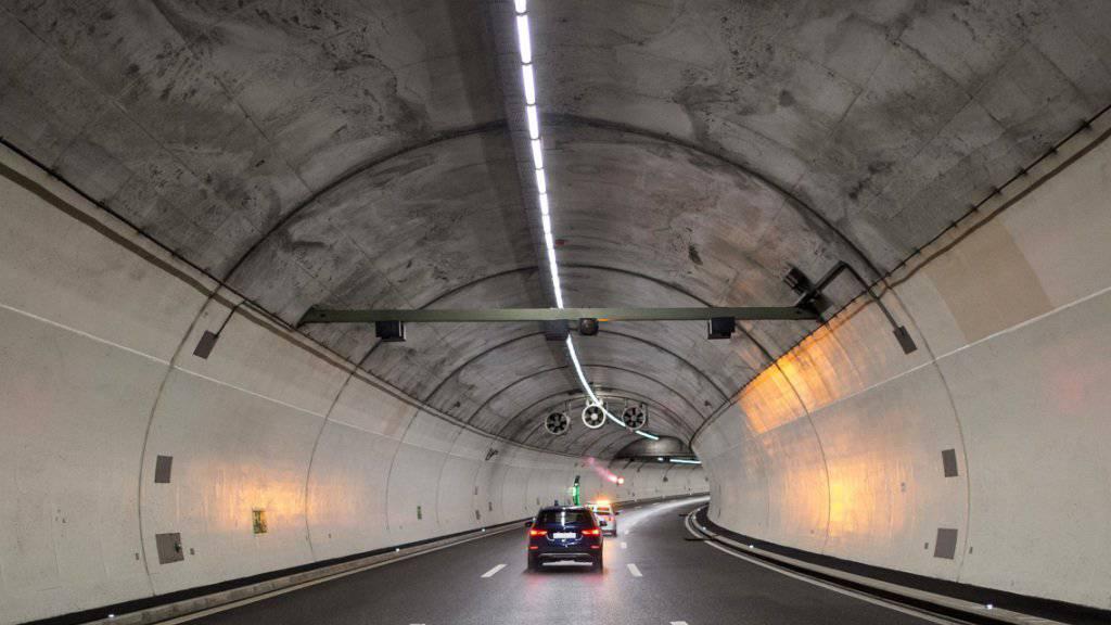 Ein Automobilist hat am Sonntag im Uetlibergtunnel in einem Selbstunfall das Leben verloren. (Archivbild)