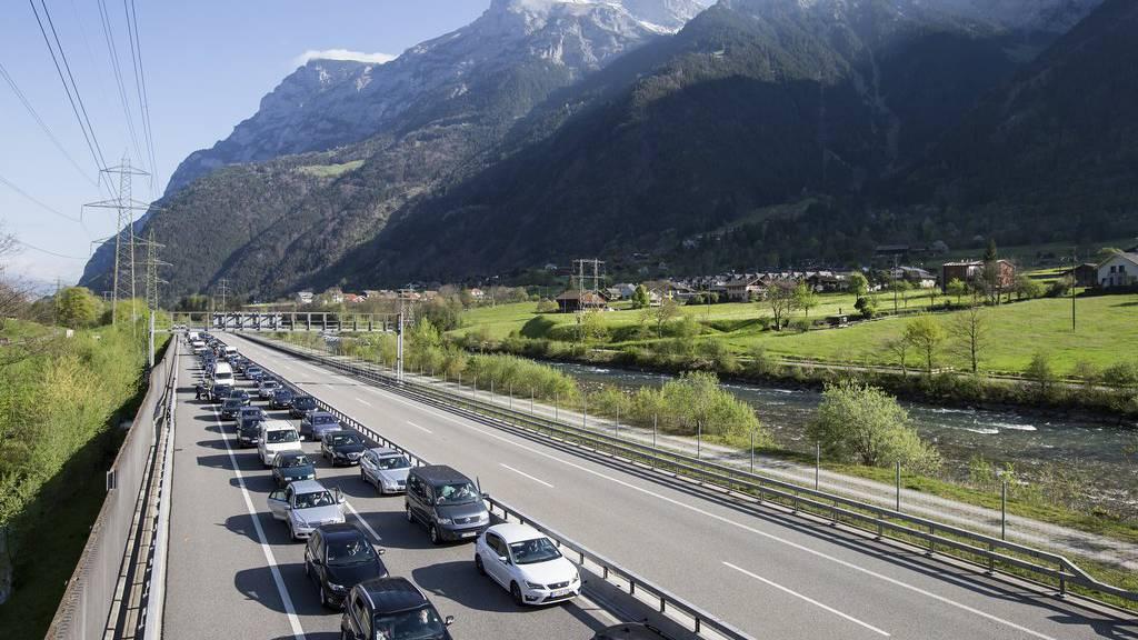 Karfreitag-Rekord: 14 Kilometer Stau vor dem Gotthard