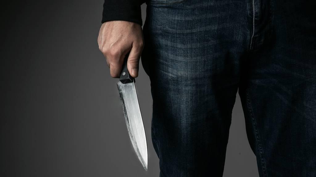 29-Jähriger bedroht Eltern mit Messer und tritt Polizisten