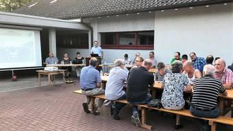 Die Gemeindeversammlung ist im Freien durchgeführt worden.