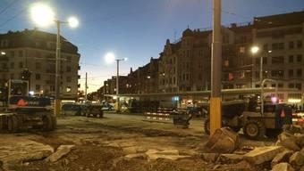 Der Albisriederplatz heute – eine riesige Baustelle, auf der das Tram noch fahren darf.