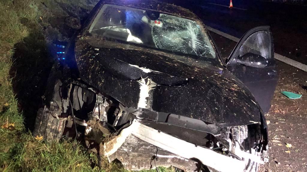 Nach Selbstunfall auf Autobahn: Zwei Personen verletzt