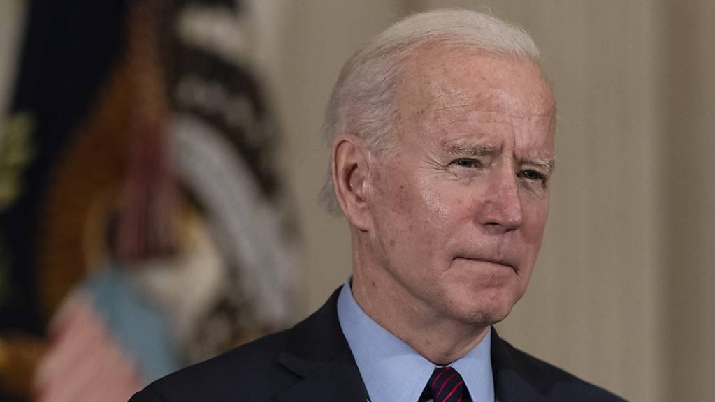 Joe Biden, Präsident der USA, spricht im Weißen Haus. Foto: Alex Brandon/AP/dpa