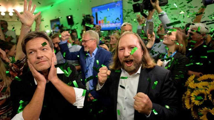 Die Grünen in Feierlaune: Laut Hochrechnungen wird die Partei mit knapp 18 Prozent zweitstärkste Kraft im Freistaat Bayern.