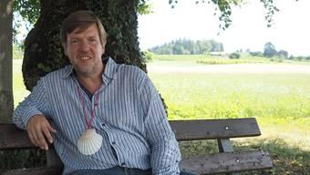 Bernhard Lindner ist gerade vom Jakobsweg (Muschel ist das Symbol dafür) zurück – und reist beruflich weiter: Bei der Landeskirche betreut er neu die Männerarbeit.