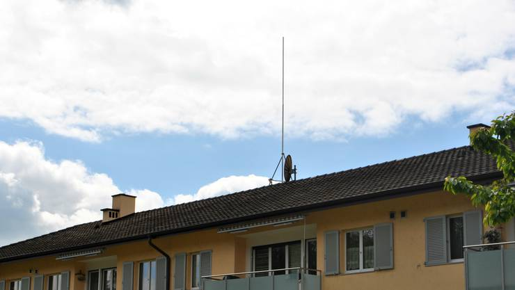 Anwohner haben gegen die geplante Mobilfunkanlage von Salt am Sonnhaldenweg in Zeiningen 160 Unterschriften in der Nachbarschaft gesammelt. Nun kritisieren sie den Gemeinderat.
