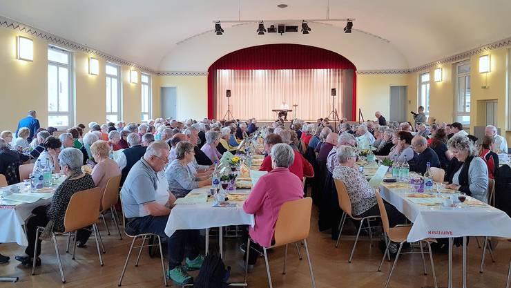 Nicht weniger als 235 Personen besuchten den Derendinger Seniorennachmittag im Saalbau.