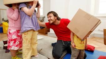 Vermehrt sollen in Tagesstätten Männer Kinder betreuen.Remo NägeLI/NLZ