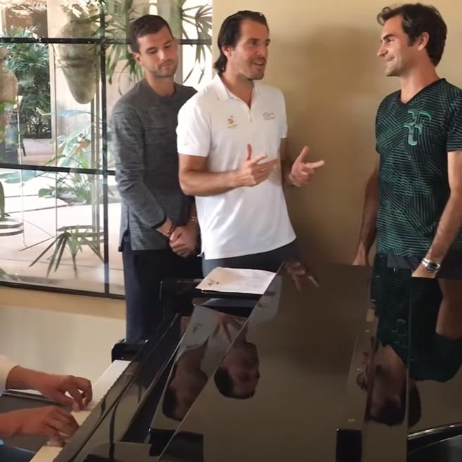 Roger Federer kann auch Singen. Im Ernst!