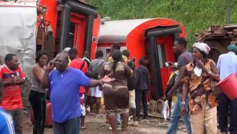 Völlig überfüllt: Passagierzug in Kamerun entgleist und reisst über 50 Menschen in den Tod.