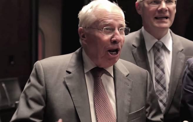 Singt, aus voller Kehle: Alt-Bundesrat Christoph Blocher.