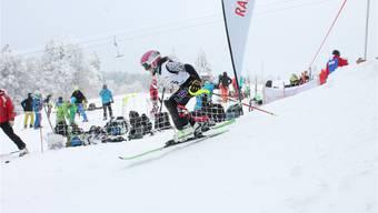 Trotz Nebel, Kälte und Wind gaben die Jugendlichen Ski-Asse alles, und die Helfer sorgten für gute Bedingungen.