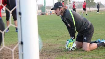 FCA-Goalietrainer Swen König bei der Arbeit mit seinen Torhütern während des Trainingslagers in der Südtürkei.