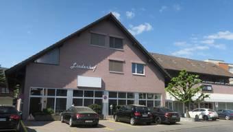 Das Haus «Lindenhof» soll zur Postfiliale umgebaut werden.