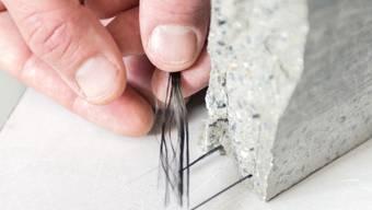 Die Armierung mit vorgespanntem Carbon macht die dünnen Betonplatten besonders stabil.