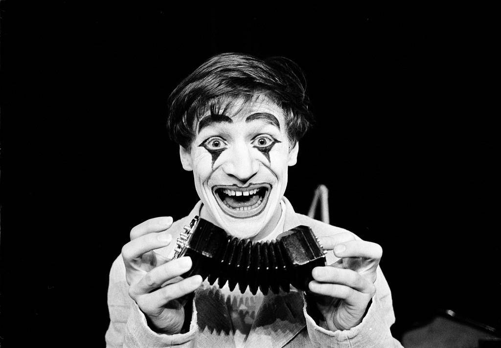 "1964: Dimitri übt im ""Theatre des Vieux Colombiers"" in Paris (© Keystone)"