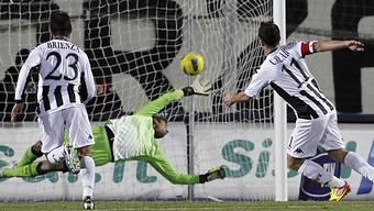 Sienas Emanuele Calaio bezwingt Lazio-Goalie Albano Bizzarri