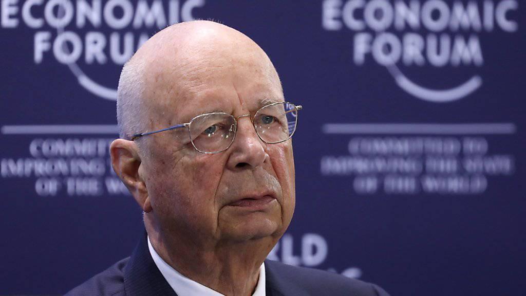 WEF-Gründer Klaus Schwab warnt davor, dass die Preistreiberei in Davos am Weltwirtschaftsforum zu einer Bruchstelle werden könnte.