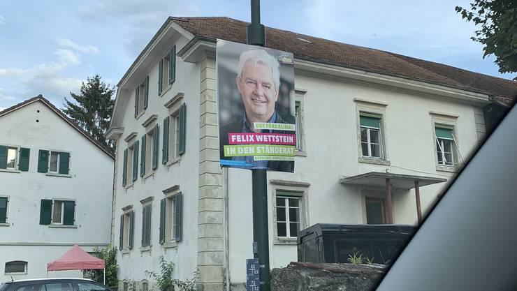Ein zu früh aufgehängtes Plakat der Grünen in Bättwil.