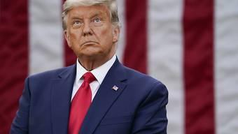 dpatopbilder - Donald Trump, Präsident der USA, nimmt im Rosengarten des Weißen Hauses an einer Pressekonferenz zu den Maßnahmen seiner Regierung gegen die Corona-Pandemie teil. Foto: Evan Vucci/AP/dpa