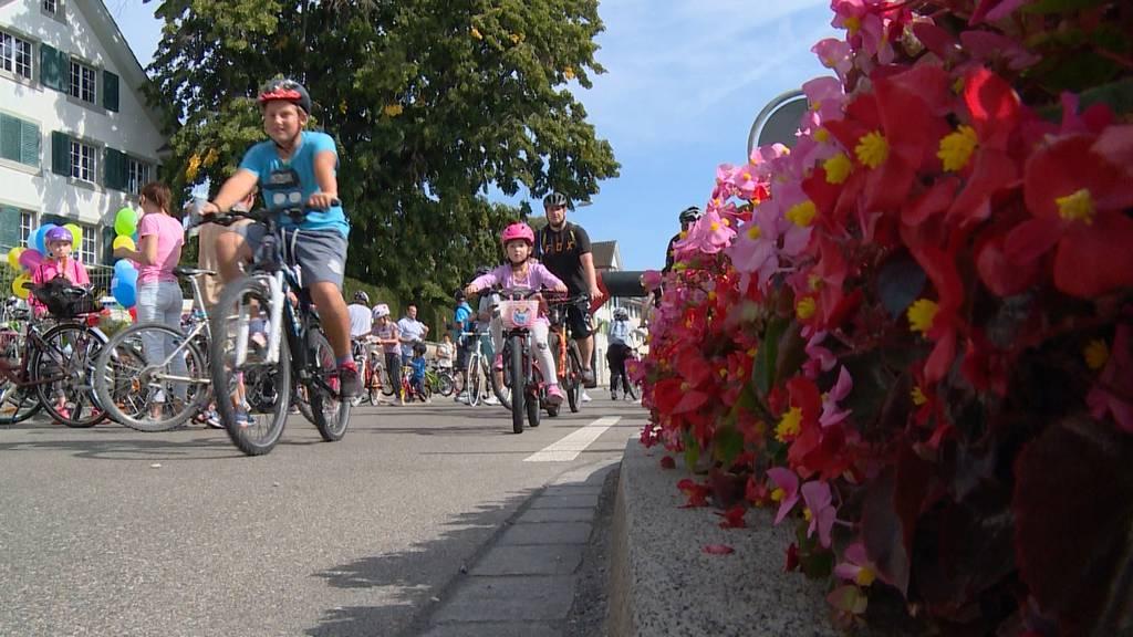 Was sagen die Väter am Slow Up Zürichsee zum Thema Vaterschaftsurlaub?