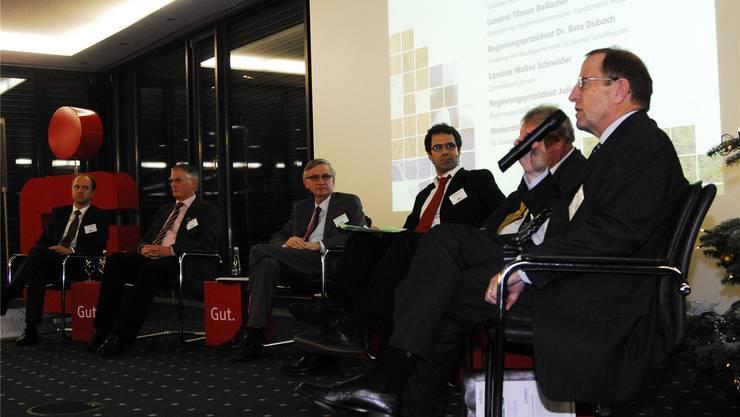 Der Aargauer Regierungsrat Peter C. Beyeler (rechts) diskutierte mit deutschen Politikern über die Energiewende am Hochrhein. PKR
