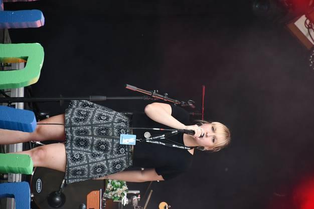 Die Brit-Pop-Band Cabinets bei ihrem Auftritt am Openair Lauschallee während des Zapfenstreichs in Brugg.