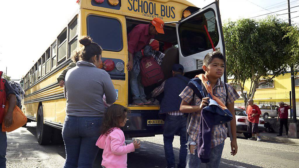 Mittelamerikanische Migranten bei ihrer Ankunft im mexikanischen Tijuana an der Grenze zu den USA.