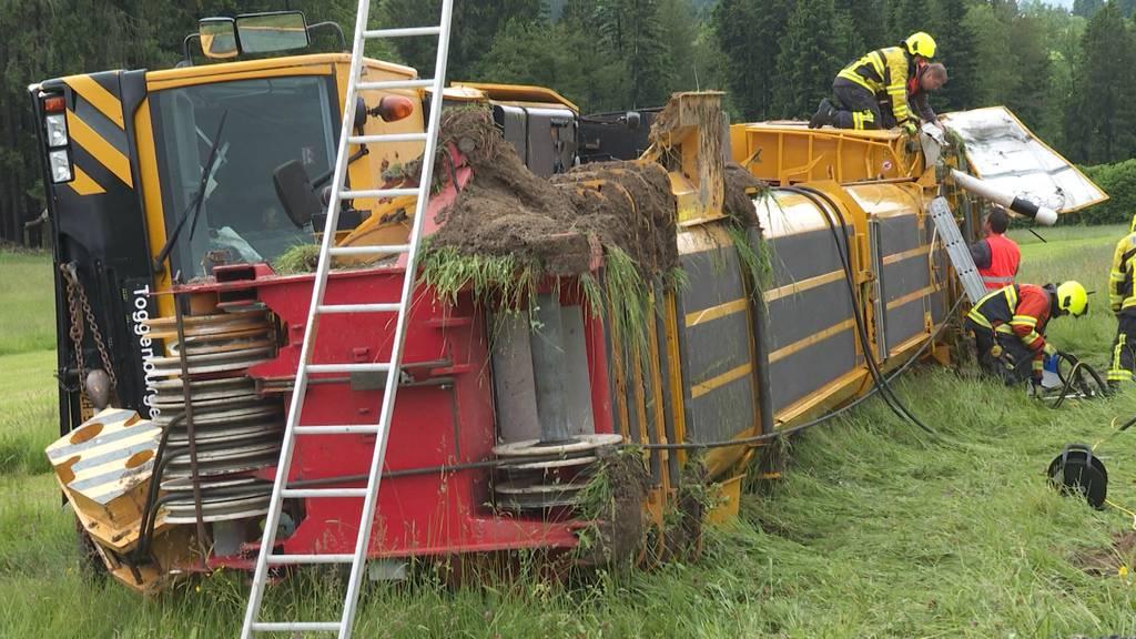 Glück im Unglück: Pneu-Kran verunfallt, um Töfffahrer zu retten