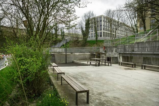 Der Aabachpark im Quartier «Im Lenz» weist als Naherholungszone einen Spielplatz, Sitzgelegenheiten und Grillstellen auf.