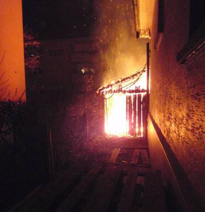 Die Polizei vermutet, dass dies das Werk von Brandstiftern ist.