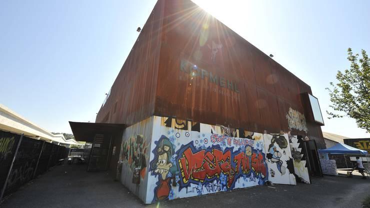 Ob in der Kulturfabrik Kofmehl ein Stagediving-Verbot eingeführt wird, ist noch nicht entschieden.