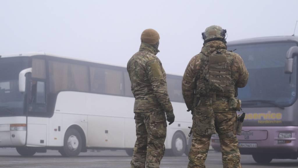Ukraine und prorussische Separatisten tauschen Gefangene aus