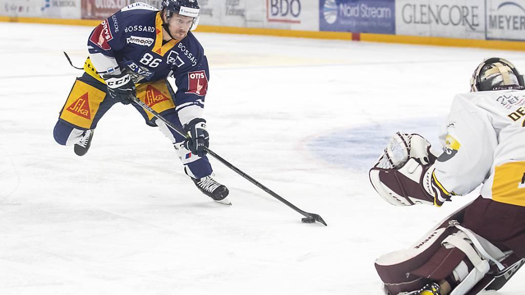 Dynamisch und erfolgreich: Zugs Erik Thorell scheitert zwar an Servette-Goalie Gauthier Descloux, am Ende gewinnen die Zentralschweizer aber wie fast immer