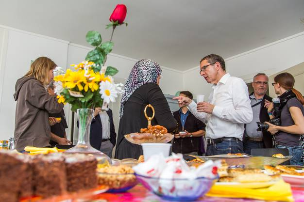 Im Rahmen des nationalen Flüchtlingstages besuchte die Aargauer Regierung eine Aarauer Asylunterkunft.