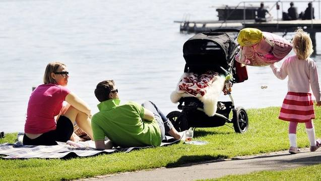 Glückliche Familie mit Kindern. (Symbolbild)