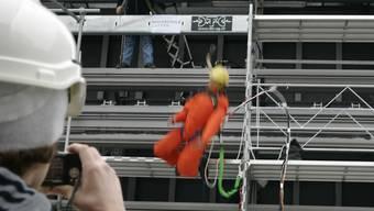 Der Vorarbeiter wird nach einem Baustellen Unfall vor sechs Jahren schuldig gesprochen. (Symboldbild)