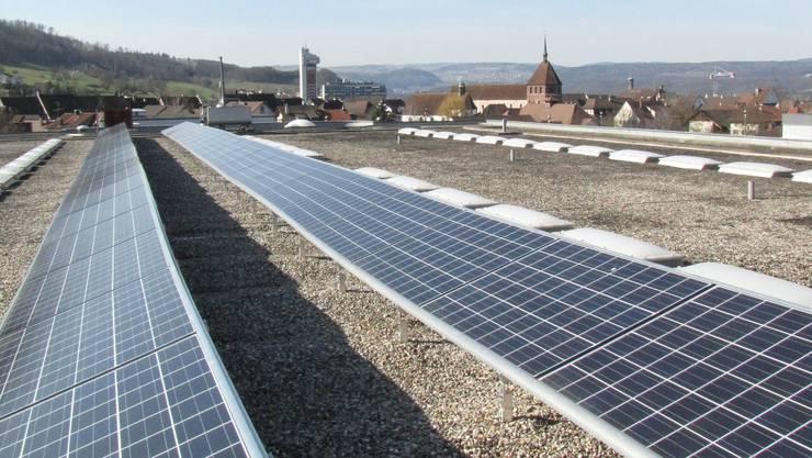 Die Photovoltaikanlage auf dem Oberstufenzentrum gehört zu den Vorzeigeprojekten der Energiestadt Bad Zurzach.