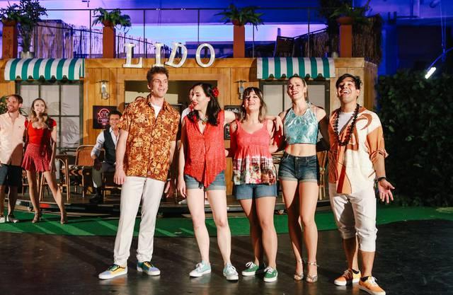 Sandro Stocker (rechts) in einer Szene von «Heiweh-Fernweh»