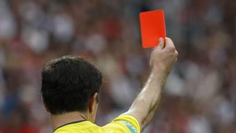 Der Bundesrat zeigt Bestechung privater im Sport die rote Karte. (Symbolbild)
