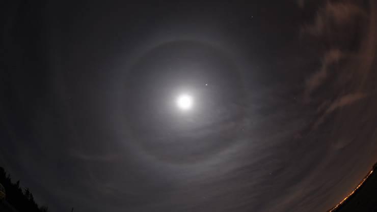 Halo-Ring rund um den Mond - in Uster gesichtet