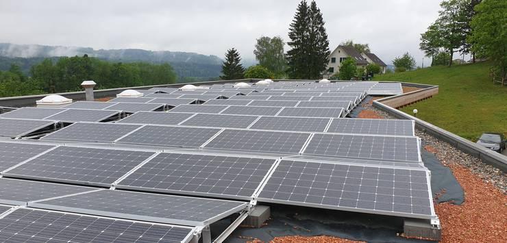 Die Uitiker Photovoltaikanlage auf dem Dach des Werkhofs.