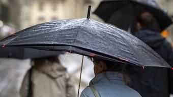 """In der Nacht auf Dienstag fegte mit """"Vaia"""" ein heftiger Sturm über die Schweiz. Das Sturmtief hatte bereits am Montag für viel Regen gesorgt. (Symbolbild)"""