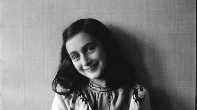 Reproduktion eines Fotos von Anne Frank aus dem Jahr 1941