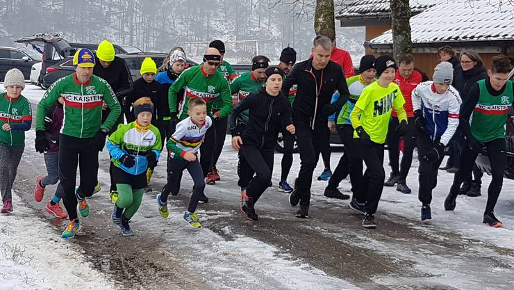 Start der Velo-Clubläufer beim ersten Lauf durch den verschneiten Hardwald.