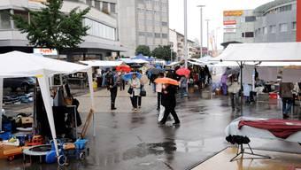 Der Flohmarkt in Grenchen war diesmal eine nasse Angelegenheit.