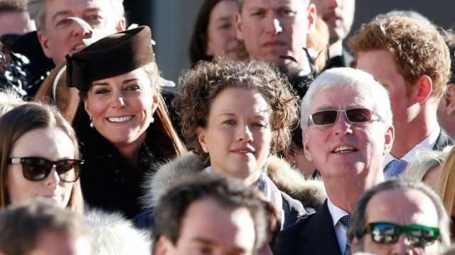 Erst schlitteln, dann feiern: Kate, die Ehefrau von Prinz William, gestern inmitten anderer Hochzeitsgäste.  Foto: Keystoner